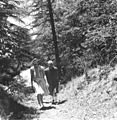 Prime Minister Jawaharlal Nehru and Countess Mountbatten strolling during their holiday in Simla.jpg