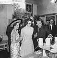Prinses Margaret en Lord Snowdon winkelen in Leidsestraat, tijdens het winkelen, Bestanddeelnr 917-7734.jpg