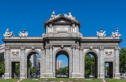 How to get to Puerta De Alcalá with public transit - About the place