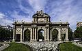 Puerta de Alcalá (17038307239).jpg