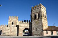 Puerta oeste murallas Madrigal.jpg
