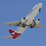 QANTAS 737-400 to Runway-01+ (1482612686).jpg