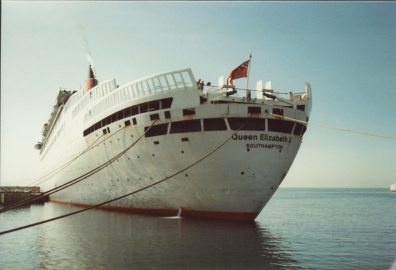 File:QE2greystern.png