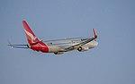 Qantas B737-800 VH-VZR (34430807870).jpg