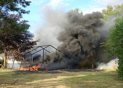 Rauchentwicklung durch brennendes Styropor 01.jpg