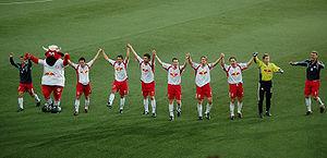 I giocatori del Red Bull festeggiano una vittoria contro lo Sturm Graz