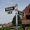 Rheinallee Ecke Hymgasse Straßenschild, Düsseldorf-Heerdt.jpg
