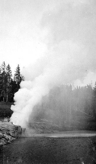 Riverside Geyser - Image: Riverside Geyser Alden 1922