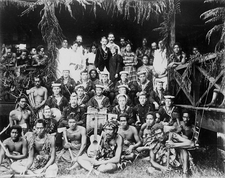 File:Robert Louis Stevenson, his family and Samoans, and the band of HMS Tauranga at Vailima, ca. 1890.jpg