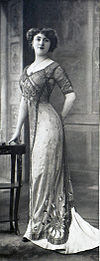Robes du soir par Redfern 1910 L cropped.jpg