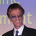 Robin Gibb (3683016262) (cropped).jpg