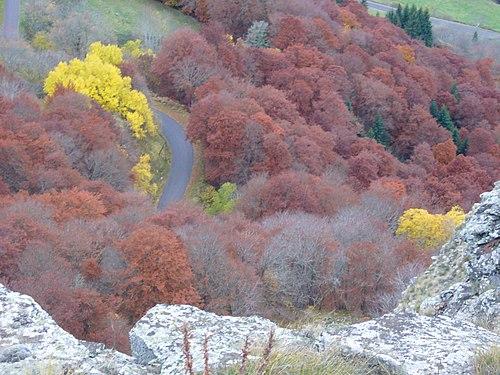 Vue de la Roche Nité vers la vallée de Valbeleix