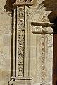 Rouffignac-Saint-Cernin église portail piédroit.JPG