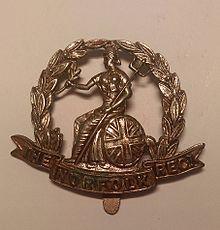 Insignia de gorra del regimiento real de Norfolk.jpg