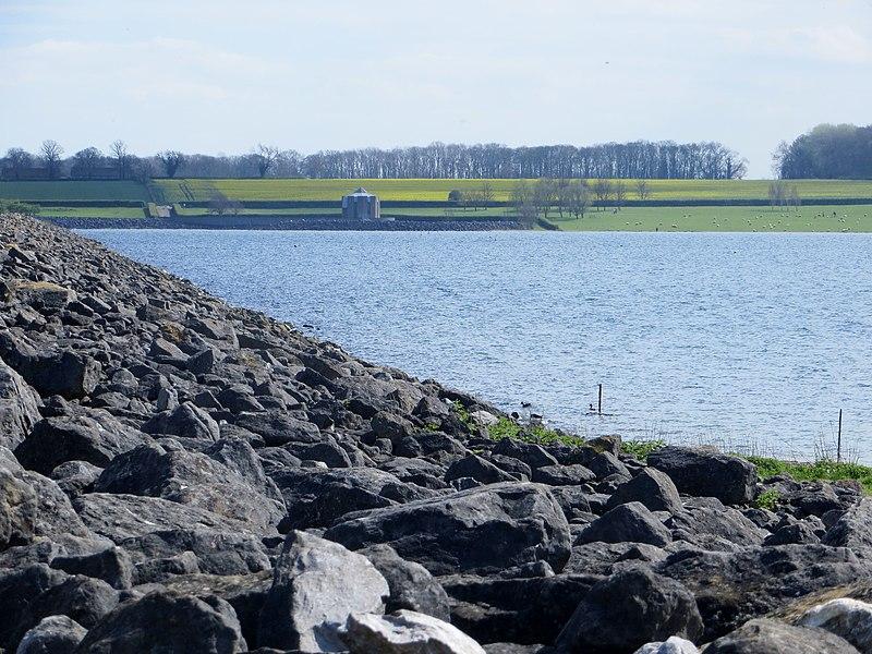 File:Rutland Water - April 2014 - panoramio.jpg