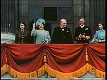Datei:SFP 186 - Balkonauftritt der Royals mit Winston Churchill.ogv