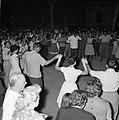 San Feliu (Costa Brava) Mensen dansen sardana op een plein, Bestanddeelnr 254-0867.jpg