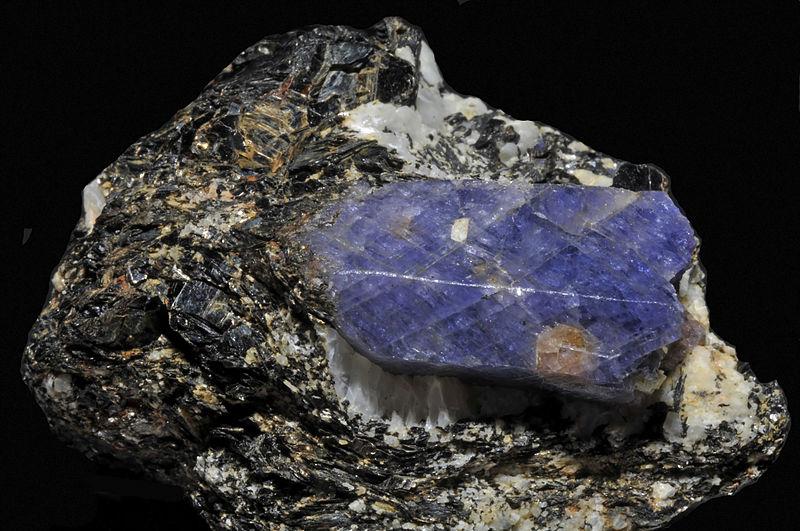 File:Saphir, amazonite, biotite 3.jpg