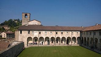 University of Bergamo - Image: Sede di Sant'Agostino, veduta del chiostro interno
