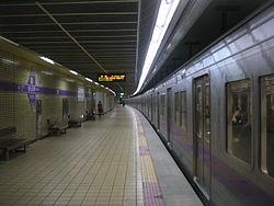 Seoul Subway 5 Gwangnaru.jpg