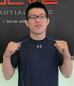 Shinya Aoki at Evolve MMA in Singapore (cropped).jpg