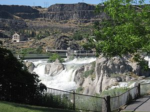 Shoshone Falls - Shoshone Falls Dam, located directly above the falls, diverts water for hydropower generation and can greatly reduce the flow of the falls in the dry season.