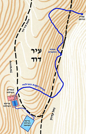 English: Hezekiah's Tunnel map, photo credit: Tamar Hayardeni  עברית: מפת נקבת...