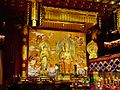 Singapore Buddha Tooth Relic Temple Innen Vordere Gebetshalle 16.jpg