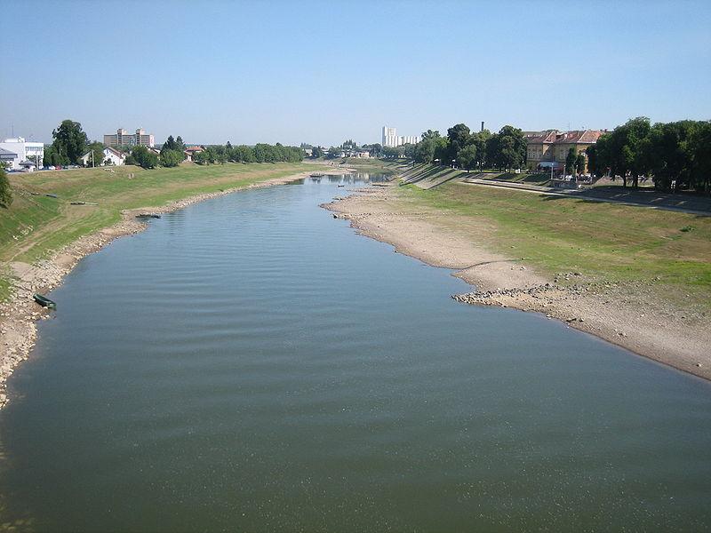 Sisak - Page 2 800px-Sisak_Kupa_river3