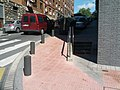 Sloping corner sidewalk with staircase alternative (18622435708).jpg