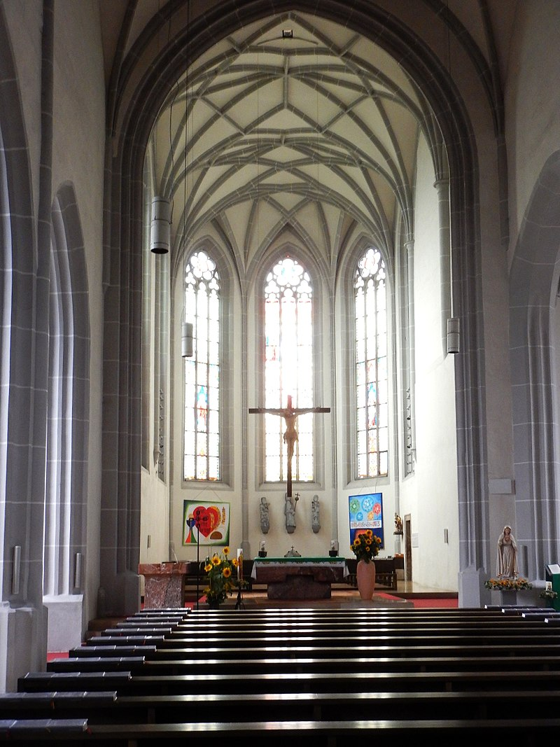 800px-Stadtpfarrkirche_Haag_01.jpg