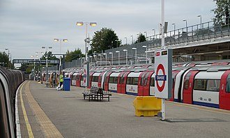 Stanmore tube station - Image: Stanmore tube station MMB 03 1996 Stock