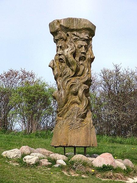 450px-Svantevit-Statue.jpg