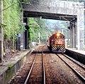 TRA R123 passing through Sandiaoling Station 20050516.jpg