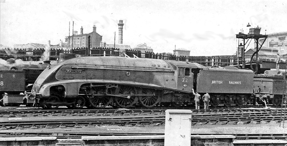 The 'World's Fastest Steam Locomotive' , 'Mallard' with a transitional number, at King's Cross in 1948 - 2283205