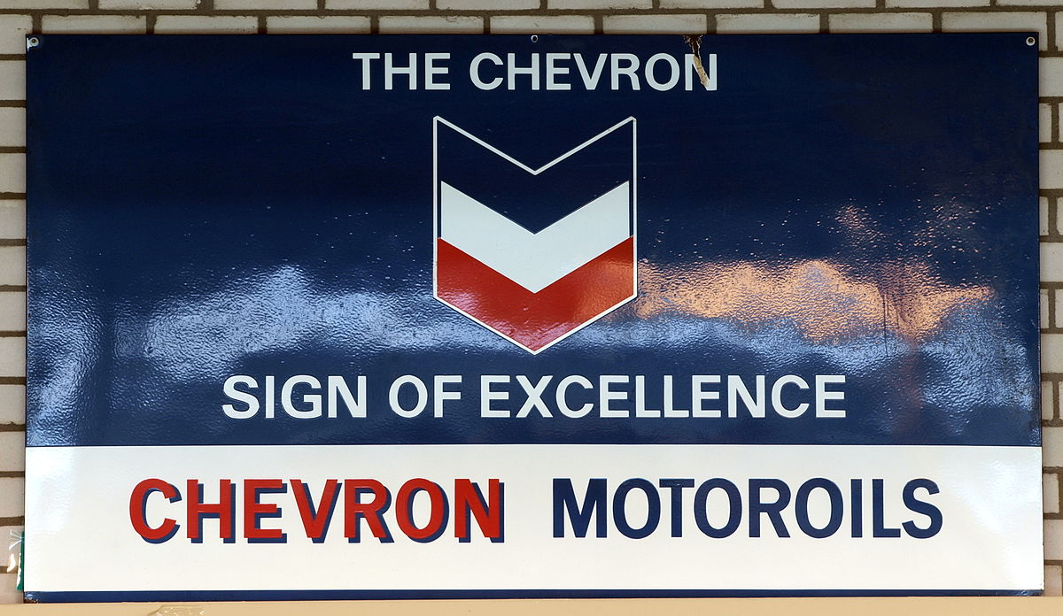 http://upload.wikimedia.org/wikipedia/commons/thumb/1/1d/The_Chevron_sign_of_excellence%2C_Chevron_Motoroils%2C_enamel_advertising_sign.JPG/1200px-The_Chevron_sign_of_excellence%2C_Chevron_Motoroils%2C_enamel_advertising_sign.JPG