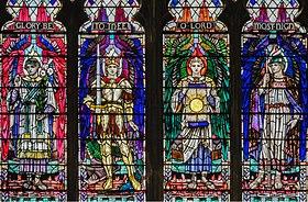 Neljä arkkienkeliä: Gabriel, Michael, Uriel ja Raphael.  Pyhän kolminaisuuden kirkko, Kingston upon Hull.