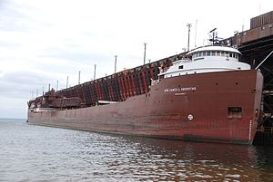 Interlake Steamship Company - Image: The Hon. James L. Oberstar iron ore freighter at the Presque Isle Ore Dock, Marquette, MI 01