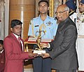 The President, Shri Ram Nath Kovind presenting the Arjuna Award, 2017 to Shri Mariyappan T. for Para-Athletics, in a glittering ceremony, at Rashtrapati Bhavan, in New Delhi on August 29, 2017.jpg