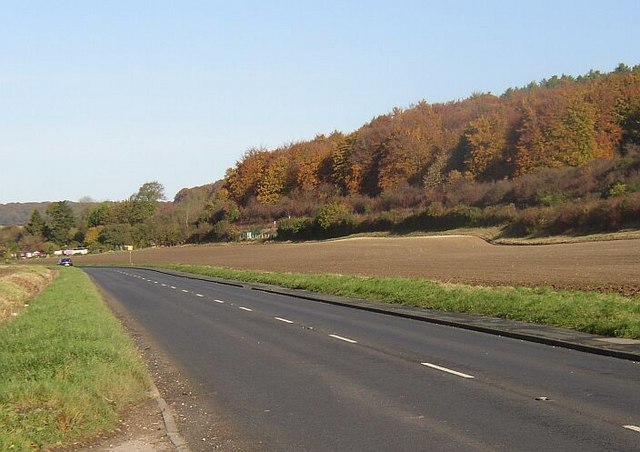 The open road between West Wycombe and Aylesbury - geograph.org.uk - 1023583