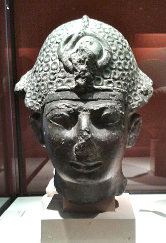 Thutmose IV - Thutmose IV wearing the khepresh, Musée du Louvre.