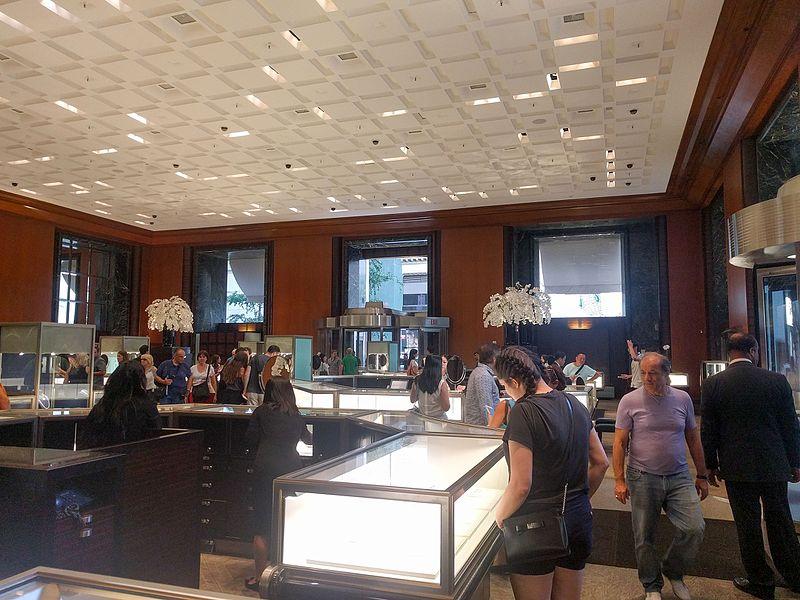 Tiffany %26 Company%27s flagship store interior 2016.jpg