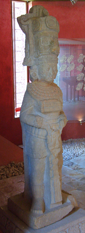 Toniná - In-the-round sculpture of a ruler in the Toniná site museum