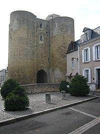 Tour du Prévôt (Thouars).jpg