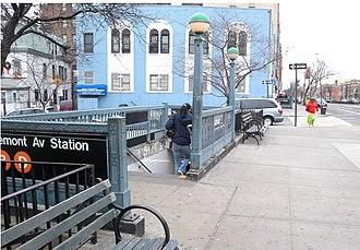 Tremont Avenue (IND Concourse Line) - Northwestern street stair