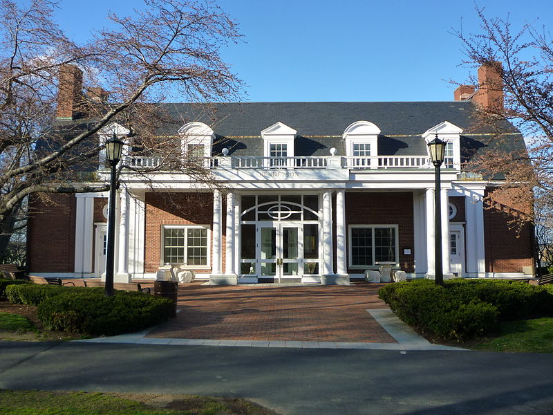 File:Tufts Bendetson hall.JPG