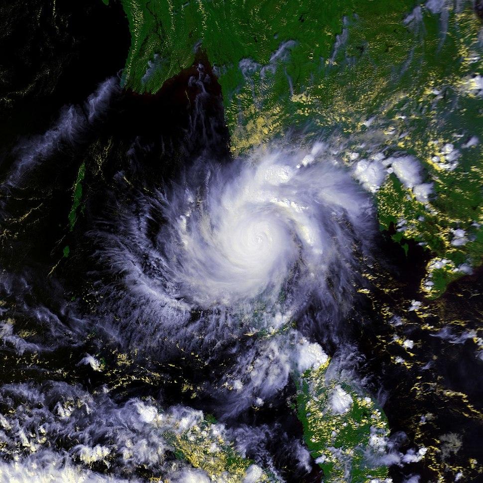 Typhoon Gay 04 nov 1989 0726Z