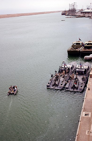 File:US Navy 030412-F-5918G-020 An overview of the Port of Umm Qasr where U.S. and coalition countries off-loaded Humanitarian Aid for the people of Iraq.jpg