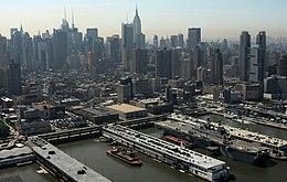 US Navy 090520-N-8907D-077 The amphibious assault ship USS Iwo Jima (LHD 7) is moored at Pier 88 in Manhattan during Fleet Week New York 2009.jpg