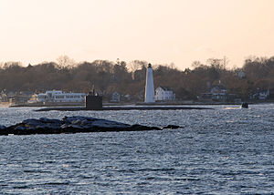 US Navy 120103-N-AW342-047 The Los Angeles-class attack submarine USS Annapolis (SSN 760) passes the New London Harbor Lighthouse.jpg
